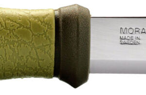 Нож Morakniv Outdoor 2000, сталь – Sandvik 12C27, рукоятка – пластик+резина, обычная режущая кромка, пластиковые ножны, длина клинка – 109 мм, длина общая – 225 мм.