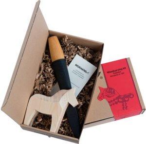 Набор Morakniv Woodcarving Kit, нож Morakniv Woodcarving 120, деревянная фигурка лошади, подарочная коробка.