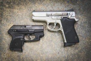 Универсальная клипса ClipDraw для скрытого ношения пистолета. Цвет – металл